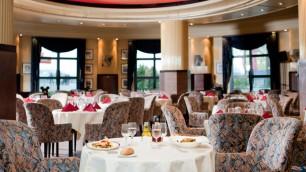 n010680_2018mar01_new-york-hotel-manhattan-restaurant_16-9
